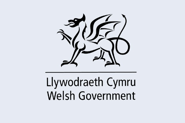 Welsh government logo featuring words welsh government and in welsh with dragon